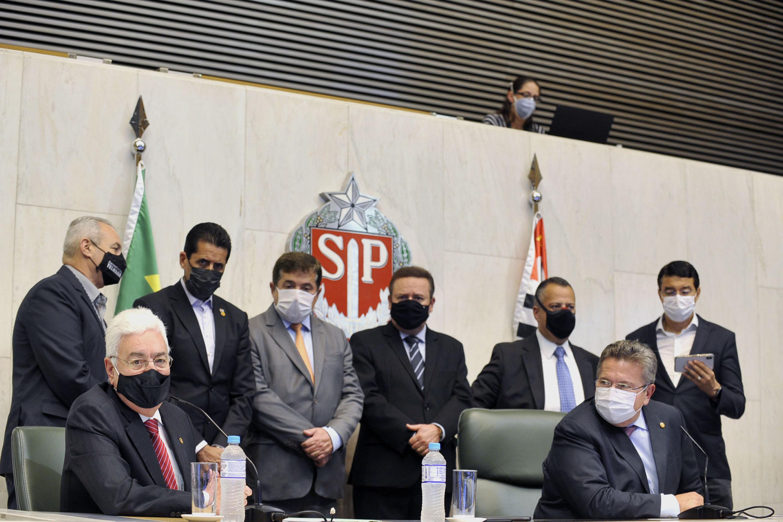 Professor Walter Vicioni toma posse como deputado na Assembleia Legislativa do Estado de São Paulo<a style='float:right' href='https://www3.al.sp.gov.br/repositorio/noticia/N-06-2021/fg268095.jpg' target=_blank><img src='/_img/material-file-download-white.png' width='14px' alt='Clique para baixar a imagem'></a>