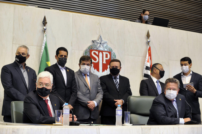 Professor Walter Vicioni toma posse como deputado na Assembleia Legislativa do Estado de São Paulo<a style='float:right' href='https://www3.al.sp.gov.br/repositorio/noticia/N-06-2021/fg268096.jpg' target=_blank><img src='/_img/material-file-download-white.png' width='14px' alt='Clique para baixar a imagem'></a>