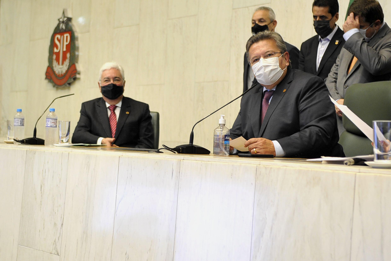 Professor Walter Vicioni toma posse como deputado na Assembleia Legislativa do Estado de São Paulo<a style='float:right' href='https://www3.al.sp.gov.br/repositorio/noticia/N-06-2021/fg268098.jpg' target=_blank><img src='/_img/material-file-download-white.png' width='14px' alt='Clique para baixar a imagem'></a>