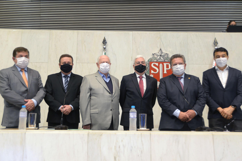 Professor Walter Vicioni toma posse como deputado na Assembleia Legislativa do Estado de São Paulo<a style='float:right' href='https://www3.al.sp.gov.br/repositorio/noticia/N-06-2021/fg268103.jpg' target=_blank><img src='/_img/material-file-download-white.png' width='14px' alt='Clique para baixar a imagem'></a>