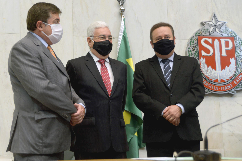Professor Walter Vicioni toma posse como deputado na Assembleia Legislativa do Estado de São Paulo<a style='float:right' href='https://www3.al.sp.gov.br/repositorio/noticia/N-06-2021/fg268104.jpg' target=_blank><img src='/_img/material-file-download-white.png' width='14px' alt='Clique para baixar a imagem'></a>