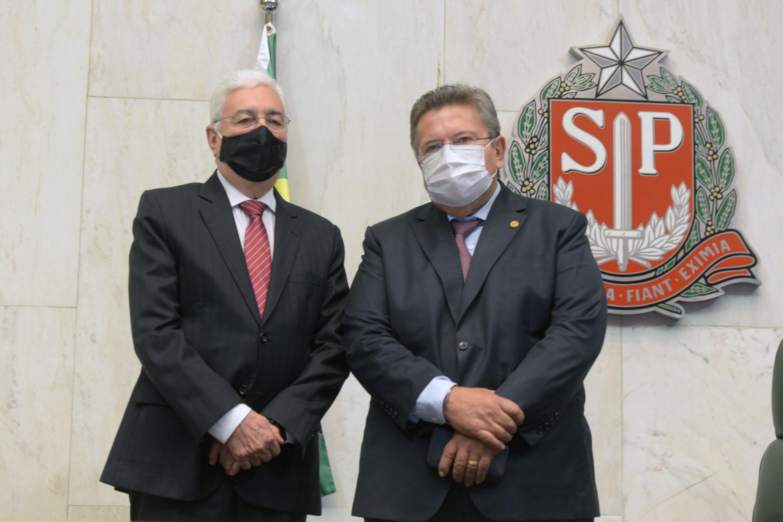 Professor Walter Vicioni toma posse como deputado na Assembleia Legislativa do Estado de São Paulo<a style='float:right' href='https://www3.al.sp.gov.br/repositorio/noticia/N-06-2021/fg268106.jpg' target=_blank><img src='/_img/material-file-download-white.png' width='14px' alt='Clique para baixar a imagem'></a>
