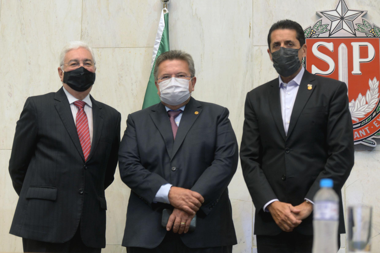 Professor Walter Vicioni toma posse como deputado na Assembleia Legislativa do Estado de São Paulo<a style='float:right' href='https://www3.al.sp.gov.br/repositorio/noticia/N-06-2021/fg268108.jpg' target=_blank><img src='/_img/material-file-download-white.png' width='14px' alt='Clique para baixar a imagem'></a>
