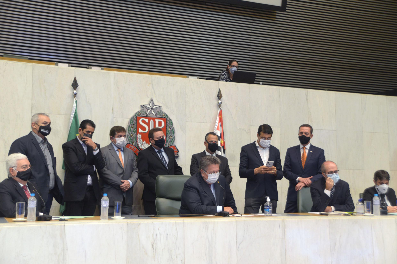 Professor Walter Vicioni toma posse como deputado na Assembleia Legislativa do Estado de São Paulo<a style='float:right' href='https://www3.al.sp.gov.br/repositorio/noticia/N-06-2021/fg268109.jpg' target=_blank><img src='/_img/material-file-download-white.png' width='14px' alt='Clique para baixar a imagem'></a>