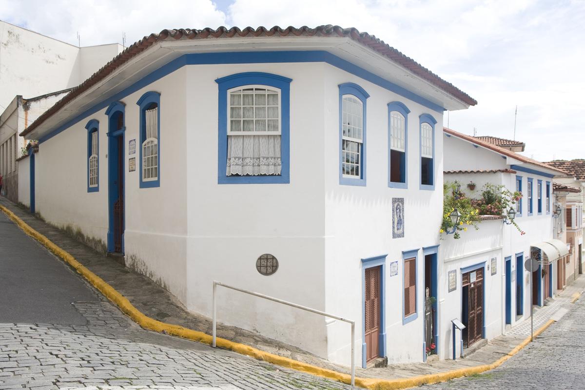 Casa de Frei Galvão em Guaratinguetá<a style='float:right' href='https://www3.al.sp.gov.br/repositorio/noticia/N-07-2014/fg164355.jpg' target=_blank><img src='/_img/material-file-download-white.png' width='14px' alt='Clique para baixar a imagem'></a>