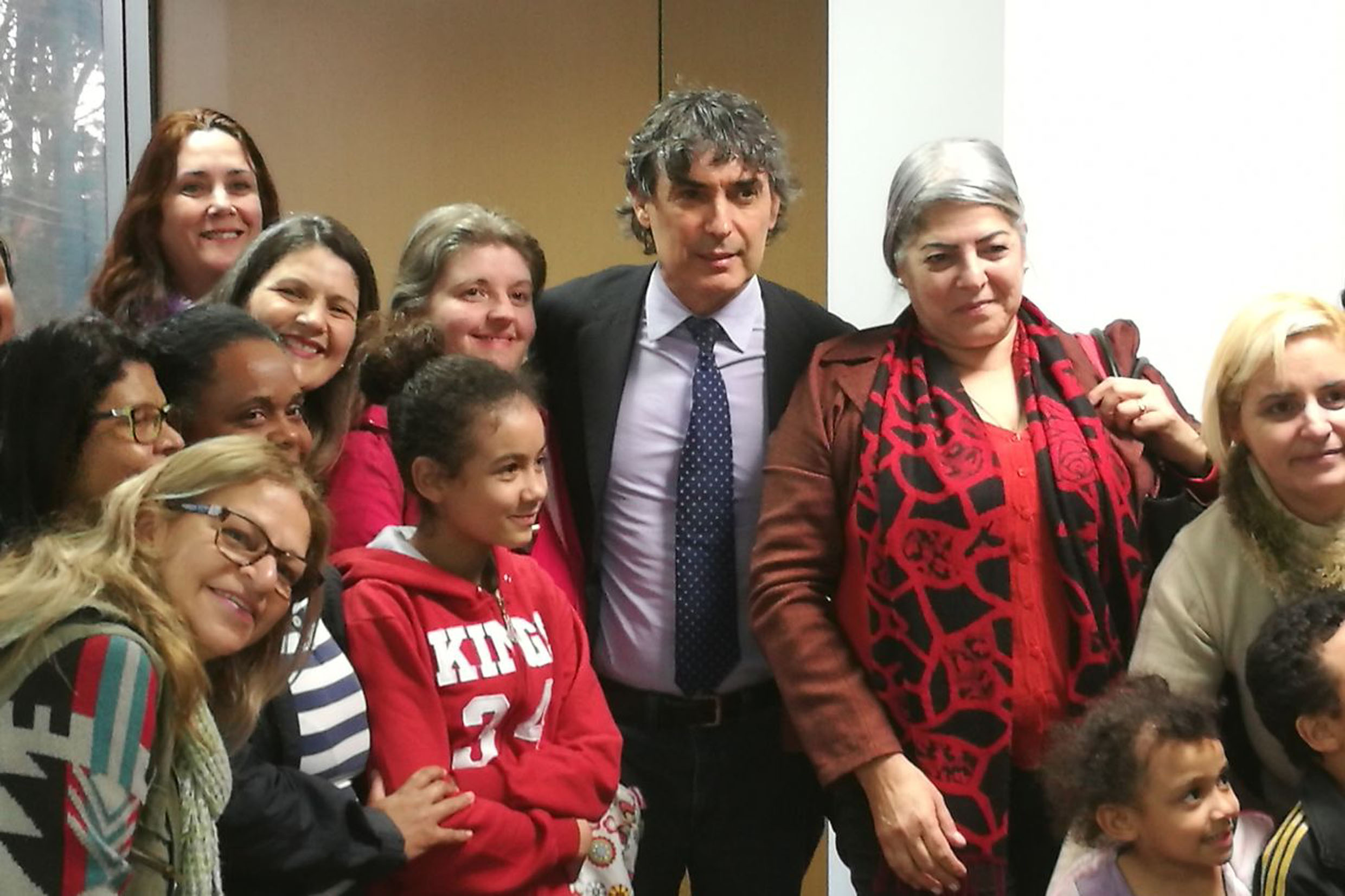 Carlos Giannazi (centro) apoiou os professores na ALESP<a style='float:right' href='https://www3.al.sp.gov.br/repositorio/noticia/N-07-2017/fg205102.jpg' target=_blank><img src='/_img/material-file-download-white.png' width='14px' alt='Clique para baixar a imagem'></a>