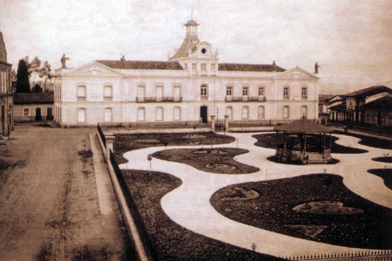 Sede da Assembleia Legislativa na Praça João Mendes, na capital paulista<a style='float:right' href='https://www3.al.sp.gov.br/repositorio/noticia/N-07-2020/fg252109.jpg' target=_blank><img src='/_img/material-file-download-white.png' width='14px' alt='Clique para baixar a imagem'></a>