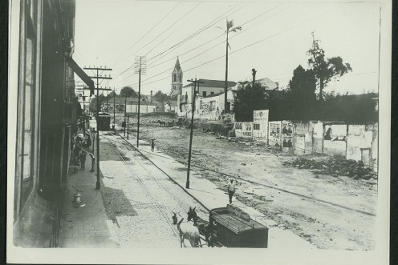 Expansão da Avenida São João, na capital, na década de 1910<a style='float:right' href='https://www3.al.sp.gov.br/repositorio/noticia/N-07-2020/fg252111.jpg' target=_blank><img src='/_img/material-file-download-white.png' width='14px' alt='Clique para baixar a imagem'></a>