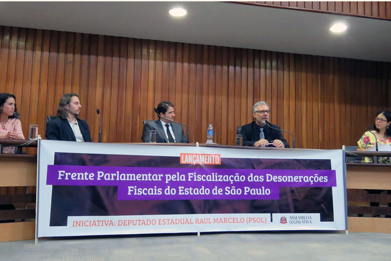 Raul Marcelo (3° à dir.)<a style='float:right' href='https://www3.al.sp.gov.br/repositorio/noticia/N-08-2017/fg207707.jpg' target=_blank><img src='/_img/material-file-download-white.png' width='14px' alt='Clique para baixar a imagem'></a>
