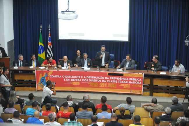 Teonilio Barba coordenou a audiência pública