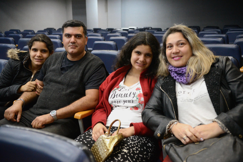 Fátima Machado e família<a style='float:right' href='https://www3.al.sp.gov.br/repositorio/noticia/N-08-2018/fg226568.jpg' target=_blank><img src='/_img/material-file-download-white.png' width='14px' alt='Clique para baixar a imagem'></a>