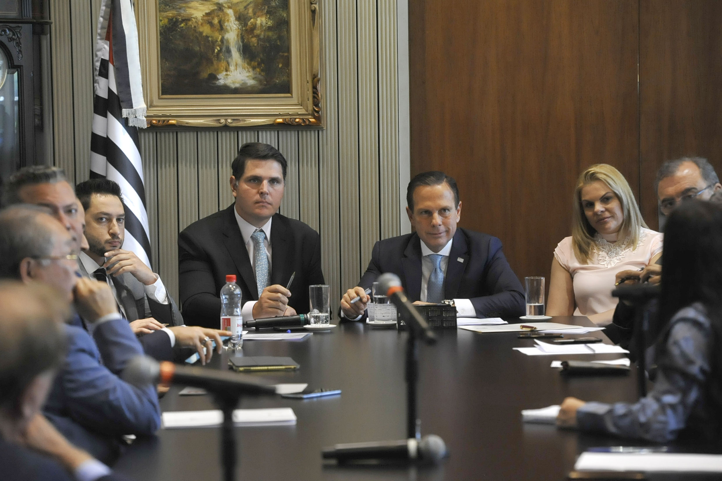 Parlamentares na visita<a style='float:right' href='https://www3.al.sp.gov.br/repositorio/noticia/N-08-2019/fg237255.jpg' target=_blank><img src='/_img/material-file-download-white.png' width='14px' alt='Clique para baixar a imagem'></a>