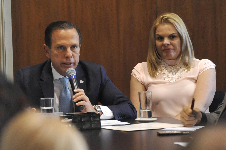 João Doria e Carla Morando<a style='float:right' href='https://www3.al.sp.gov.br/repositorio/noticia/N-08-2019/fg237258.jpg' target=_blank><img src='/_img/material-file-download-white.png' width='14px' alt='Clique para baixar a imagem'></a>