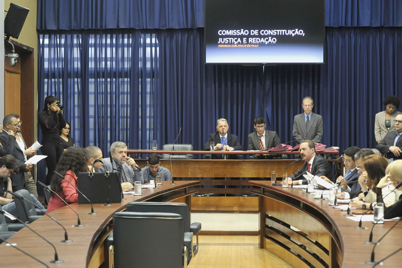 Reunião da Comissão de Constituição, Justiça e Redação<a style='float:right' href='https://www3.al.sp.gov.br/repositorio/noticia/N-08-2019/fg237537.jpg' target=_blank><img src='/_img/material-file-download-white.png' width='14px' alt='Clique para baixar a imagem'></a>