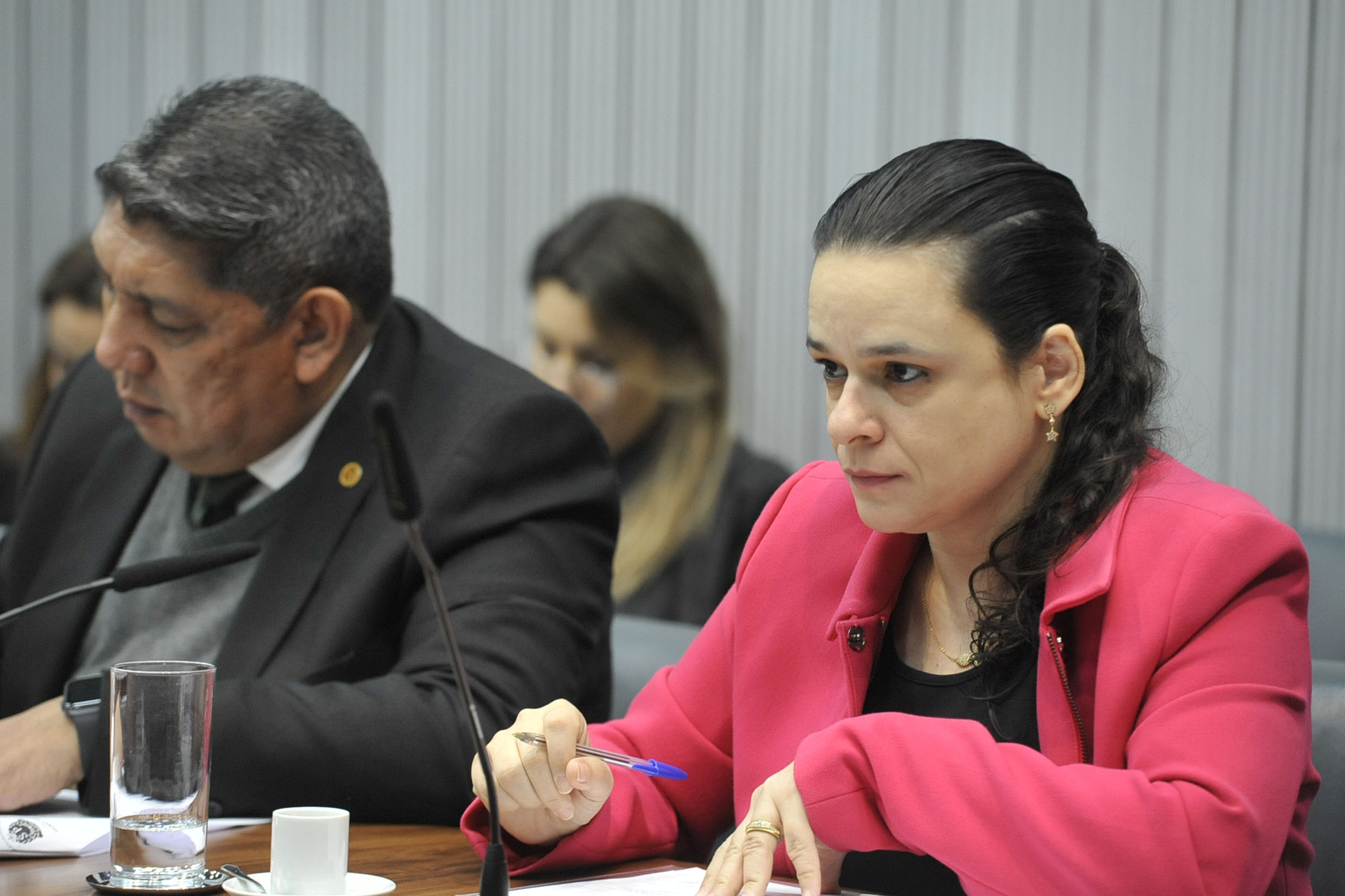 Adalberto Freitas e Janaina Paschoal<a style='float:right' href='https://www3.al.sp.gov.br/repositorio/noticia/N-08-2019/fg238014.jpg' target=_blank><img src='/_img/material-file-download-white.png' width='14px' alt='Clique para baixar a imagem'></a>