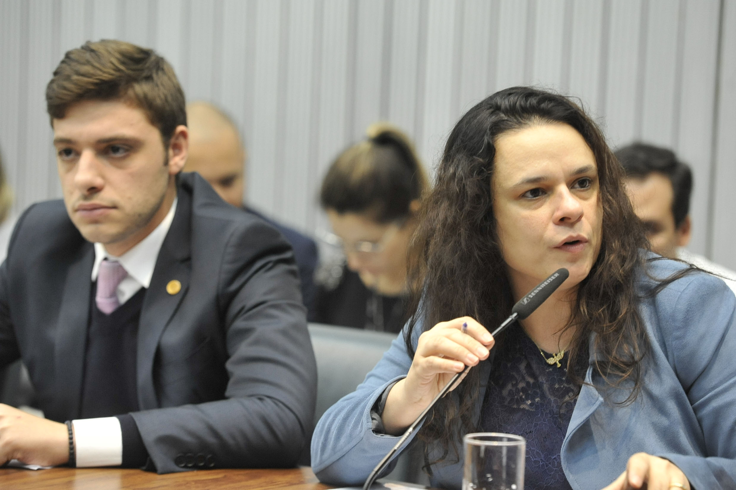 Thiago Auricchio e Janaina Paschoal<a style='float:right' href='https://www3.al.sp.gov.br/repositorio/noticia/N-08-2019/fg238445.jpg' target=_blank><img src='/_img/material-file-download-white.png' width='14px' alt='Clique para baixar a imagem'></a>