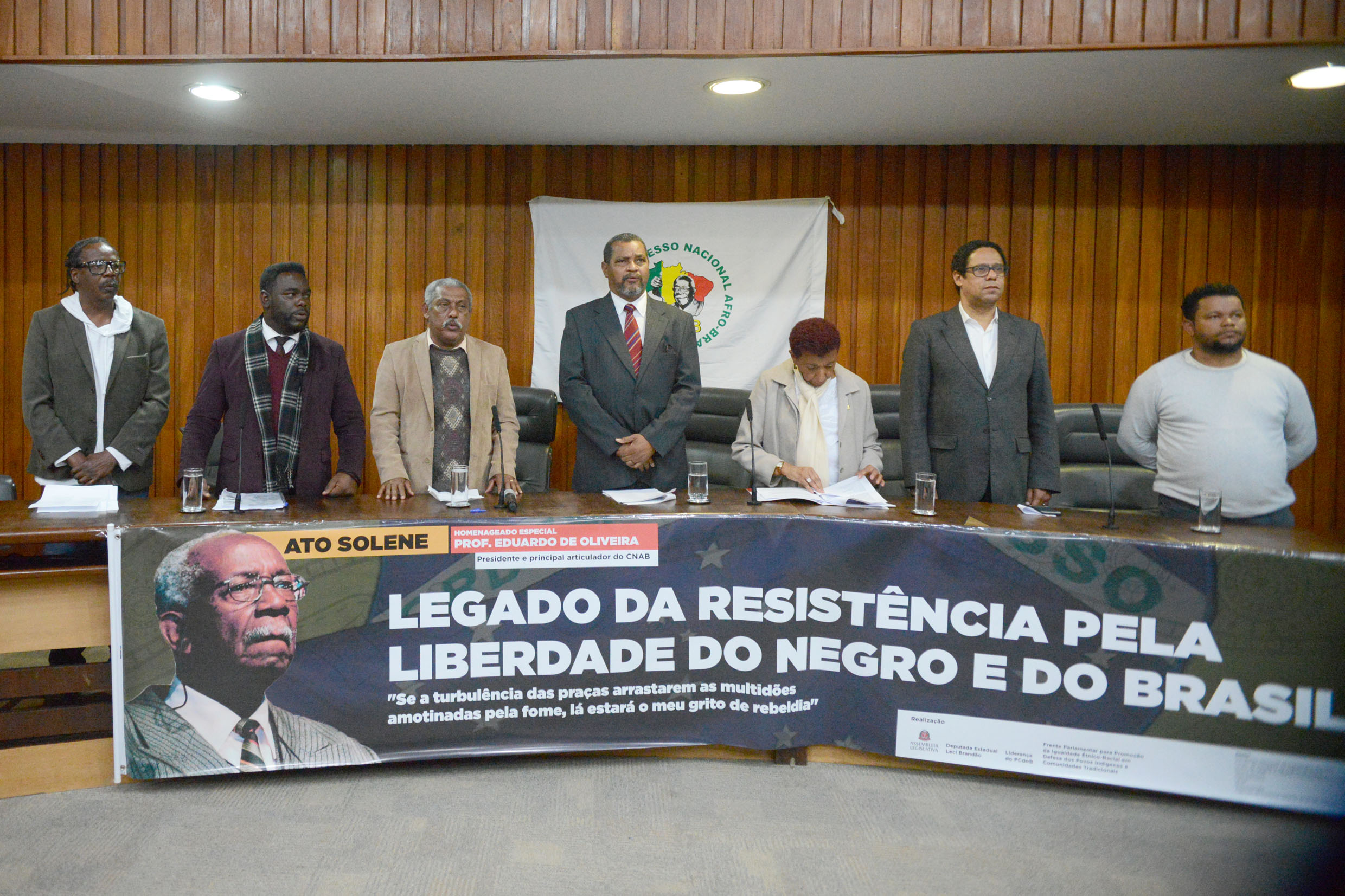 Mesa do evento<a style='float:right' href='https://www3.al.sp.gov.br/repositorio/noticia/N-08-2019/fg238683.jpg' target=_blank><img src='/_img/material-file-download-white.png' width='14px' alt='Clique para baixar a imagem'></a>