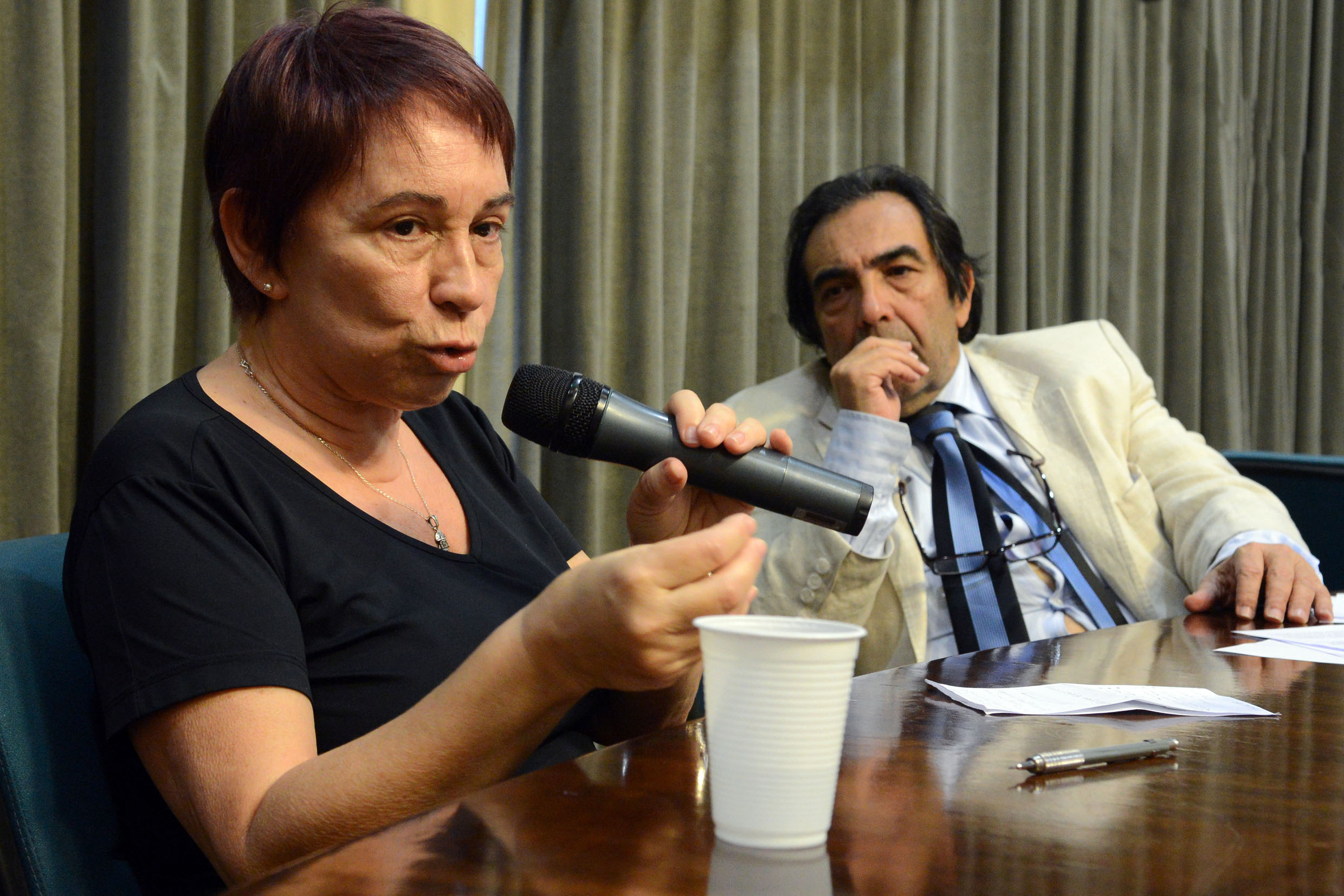 Ana Maria Gomes e Adriano Diogo<a style='float:right' href='https://www3.al.sp.gov.br/repositorio/noticia/N-09-2013/fg129759.jpg' target=_blank><img src='/_img/material-file-download-white.png' width='14px' alt='Clique para baixar a imagem'></a>