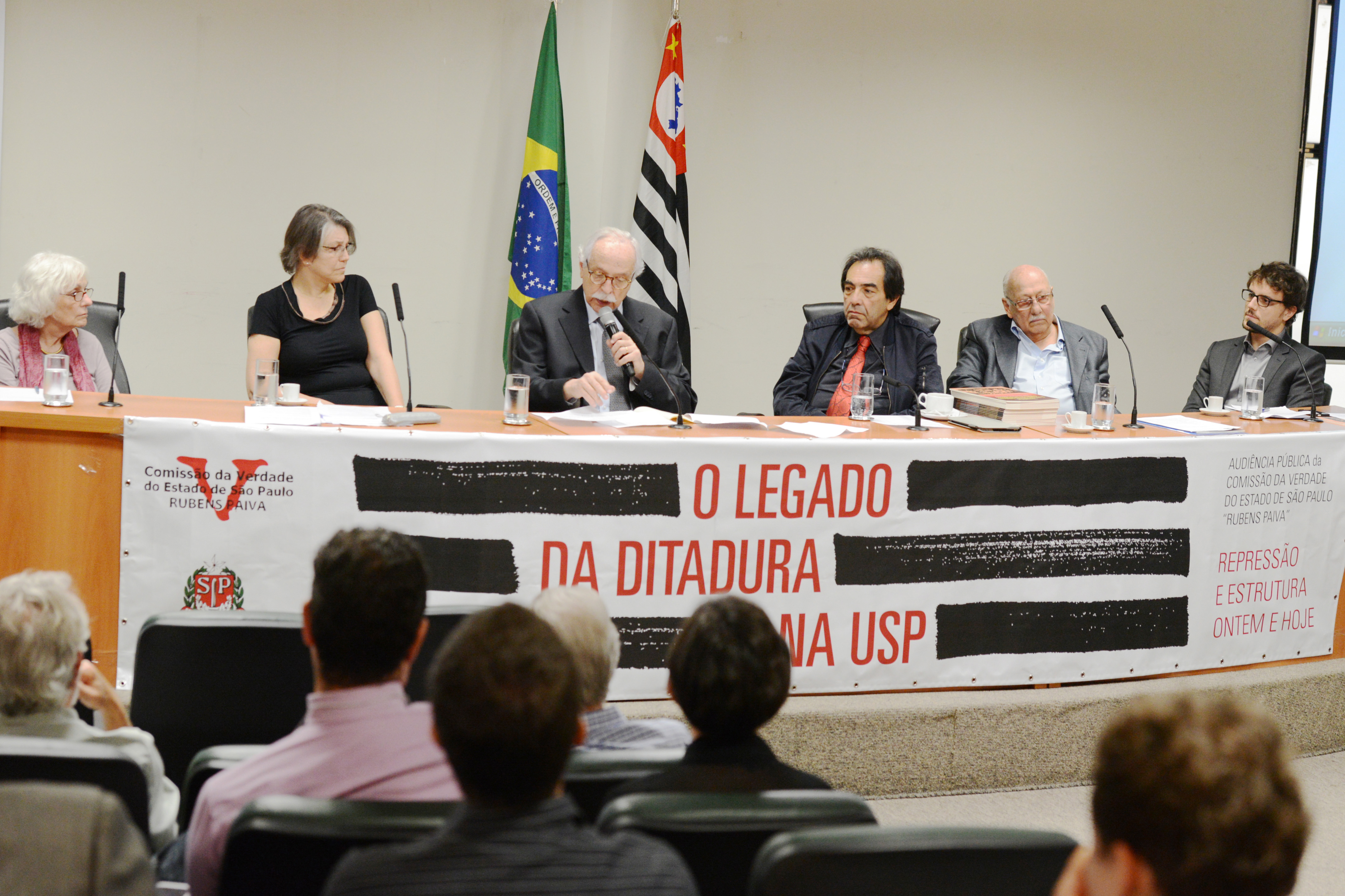 Bia Pardi, Janice Theodoro, Modesto Carvalhosa, Adriano Diogo, Walter Colli e Renan Quinalhia <a style='float:right' href='https://www3.al.sp.gov.br/repositorio/noticia/N-09-2014/fg164994.jpg' target=_blank><img src='/_img/material-file-download-white.png' width='14px' alt='Clique para baixar a imagem'></a>