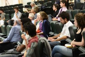Público acompanha os trabalhos