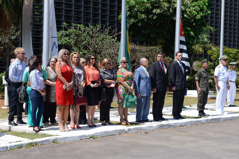 Hasteamento da bandeira reúne segmentos da sociedade em cerimônia cívica 34437f1ee31da