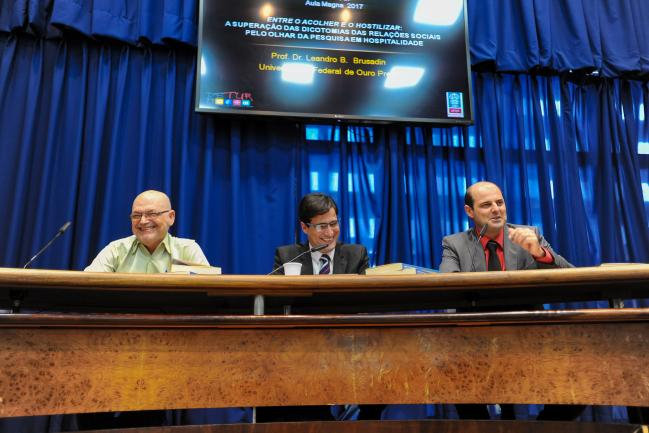 Professores Luiz Octávio Camargo, Leandro Brusadin e Alexandre Panoso Netto