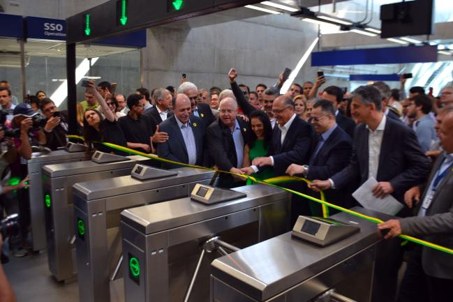 Caramez (ao centro) acompanhou Geraldo Alckmin na inauguração.