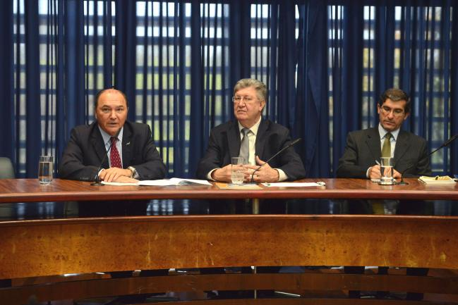 Orlando Bolçone presidente da comissão (ao centro)