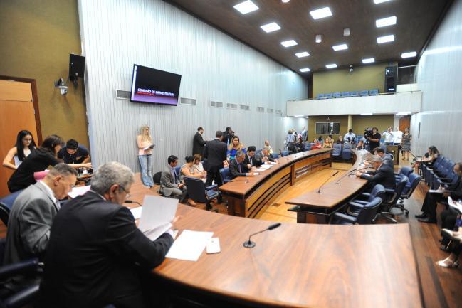 Deputados e público presente