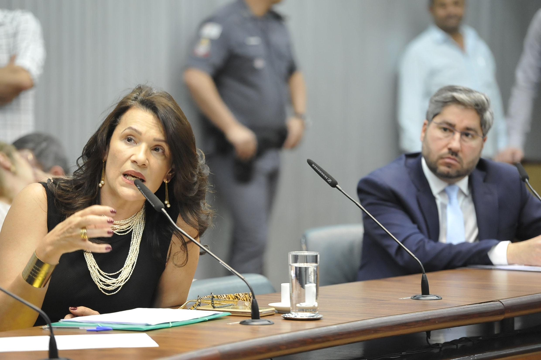 Valeria Bolsonaro e Fernando Cury<a style='float:right' href='https://www3.al.sp.gov.br/repositorio/noticia/N-09-2019/fg239610.jpg' target=_blank><img src='/_img/material-file-download-white.png' width='14px' alt='Clique para baixar a imagem'></a>