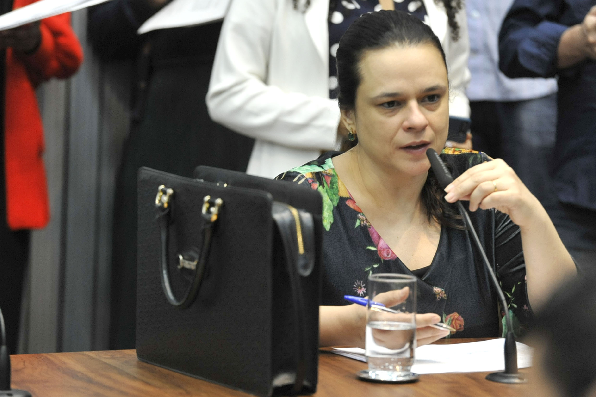 Janaina Paschoal<a style='float:right' href='https://www3.al.sp.gov.br/repositorio/noticia/N-09-2019/fg240449.jpg' target=_blank><img src='/_img/material-file-download-white.png' width='14px' alt='Clique para baixar a imagem'></a>