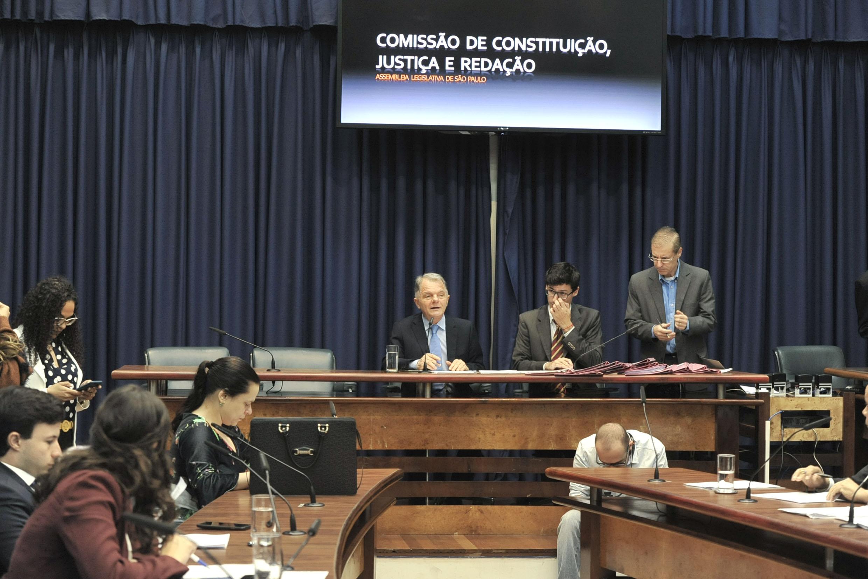 Comissão de Constituição, Justiça e Redação <a style='float:right' href='https://www3.al.sp.gov.br/repositorio/noticia/N-09-2019/fg240454.jpg' target=_blank><img src='/_img/material-file-download-white.png' width='14px' alt='Clique para baixar a imagem'></a>