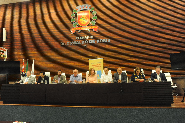 Audiência pública da Comissão de Finanças, Orçamento e Planejamento em Santos <a style='float:right' href='https://www3.al.sp.gov.br/repositorio/noticia/N-10-2013/fg131026.jpg' target=_blank><img src='/_img/material-file-download-white.png' width='14px' alt='Clique para baixar a imagem'></a>