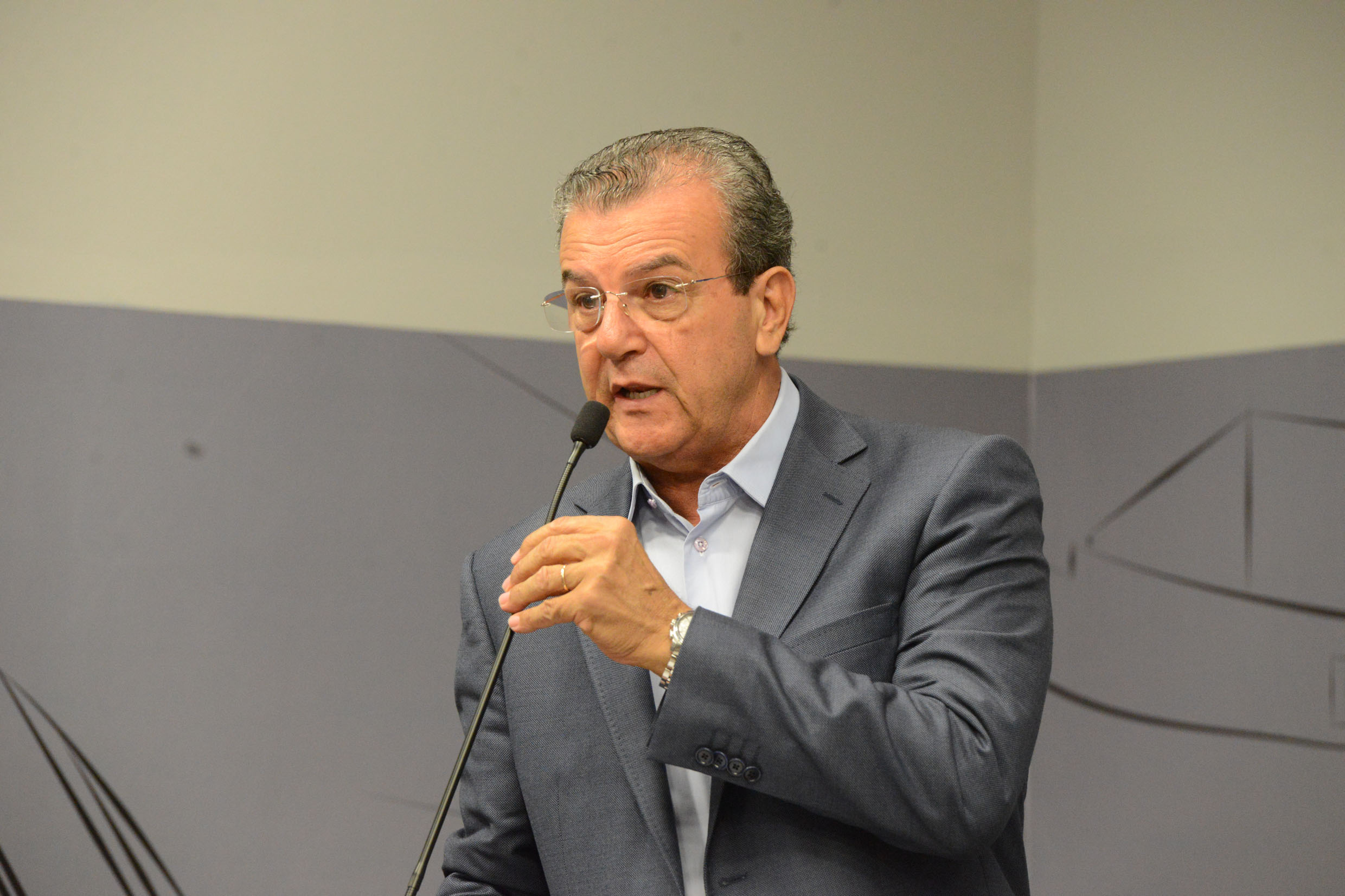 Dilador Borges<a style='float:right' href='https://www3.al.sp.gov.br/repositorio/noticia/N-10-2017/fg210246.jpg' target=_blank><img src='/_img/material-file-download-white.png' width='14px' alt='Clique para baixar a imagem'></a>