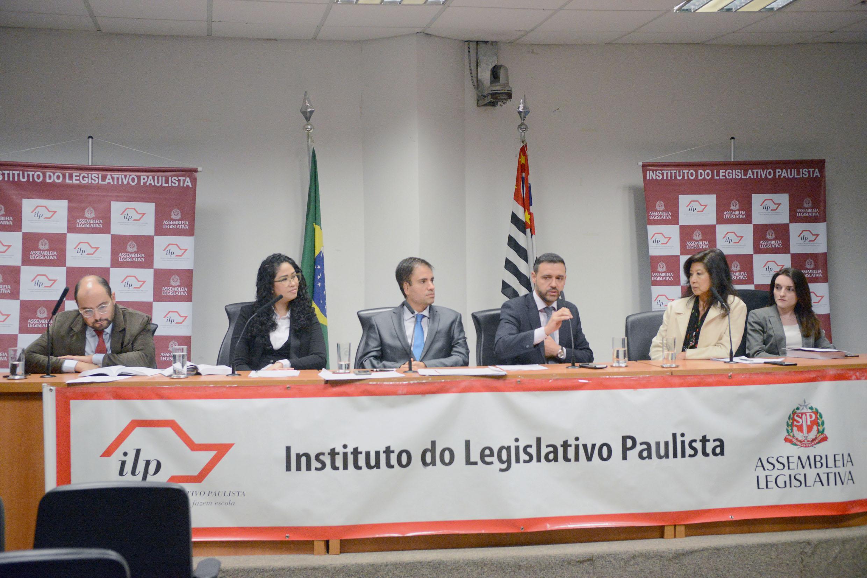 André Castro Carvalho, Karla Souza, João Navarro, Leonardo Quintiliano, Consuelo Yoshida e Beatriz  Nimer<a style='float:right' href='https://www3.al.sp.gov.br/repositorio/noticia/N-10-2018/fg227065.jpg' target=_blank><img src='/_img/material-file-download-white.png' width='14px' alt='Clique para baixar a imagem'></a>