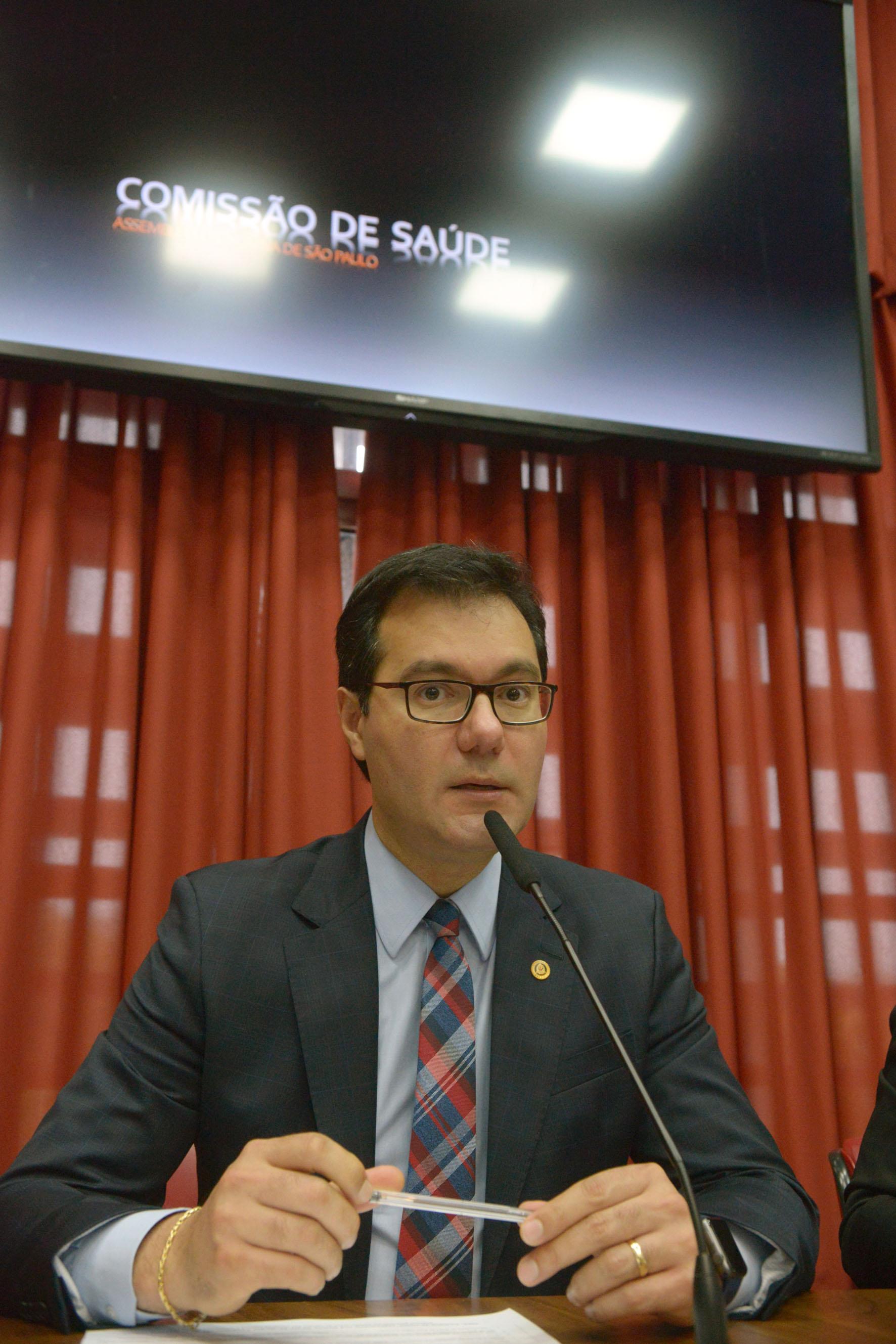Alex de Madureira preside a comissão<a style='float:right' href='https://www3.al.sp.gov.br/repositorio/noticia/N-10-2019/fg241475.jpg' target=_blank><img src='/_img/material-file-download-white.png' width='14px' alt='Clique para baixar a imagem'></a>