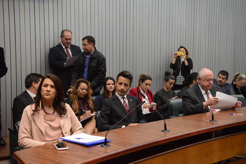 Valeria Bolsonaro, Professor Kenny e Barros Munhoz<a style='float:right' href='https://www3.al.sp.gov.br/repositorio/noticia/N-10-2019/fg241522.jpg' target=_blank><img src='/_img/material-file-download-white.png' width='14px' alt='Clique para baixar a imagem'></a>