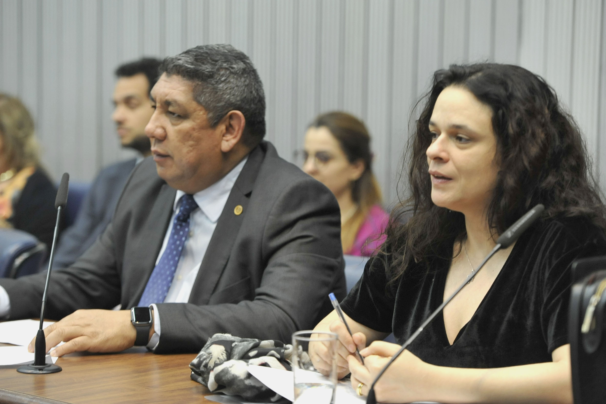 Adalberto Freitas e Janaina Paschoal<a style='float:right' href='https://www3.al.sp.gov.br/repositorio/noticia/N-10-2019/fg241539.jpg' target=_blank><img src='/_img/material-file-download-white.png' width='14px' alt='Clique para baixar a imagem'></a>
