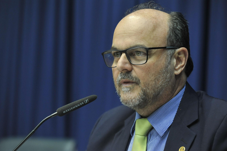 Ricardo Madalena preside a comissão<a style='float:right' href='https://www3.al.sp.gov.br/repositorio/noticia/N-10-2019/fg241549.jpg' target=_blank><img src='/_img/material-file-download-white.png' width='14px' alt='Clique para baixar a imagem'></a>