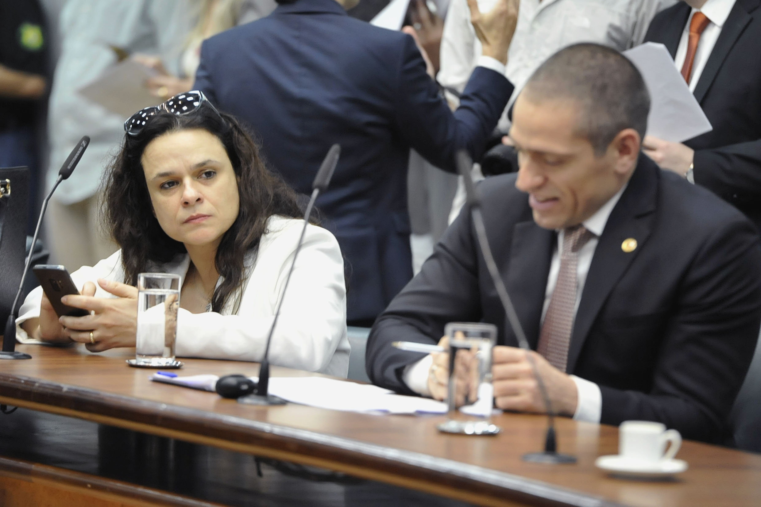 Janaina Paschoal e Heni Ozi Cukier<a style='float:right' href='https://www3.al.sp.gov.br/repositorio/noticia/N-10-2019/fg242527.jpg' target=_blank><img src='/_img/material-file-download-white.png' width='14px' alt='Clique para baixar a imagem'></a>