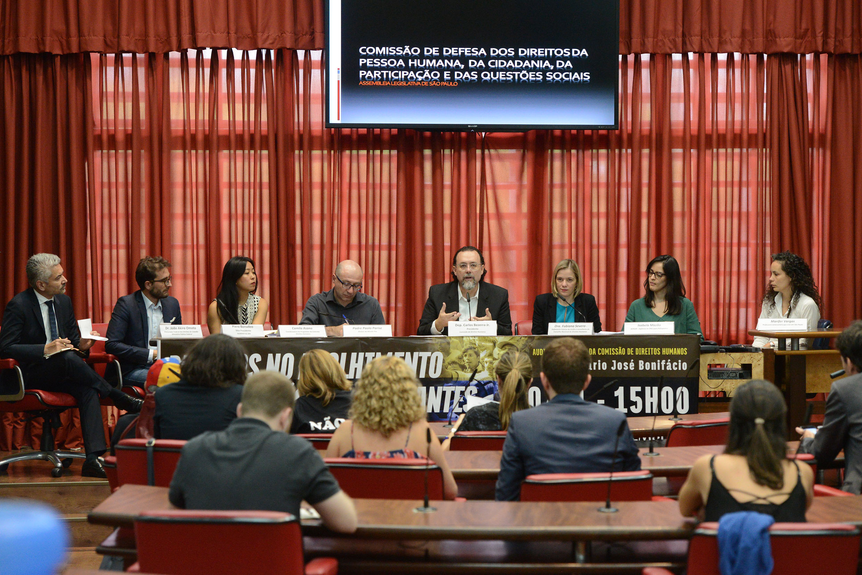 João Akira Omo, Piero Bonadeo, Camila Asano, Pe. Paolo Parise, Carlos Bezerra Jr., Fabiana Severo, Isabela Mazão e Marifer Vargas<a style='float:right' href='https://www3.al.sp.gov.br/repositorio/noticia/N-11-2017/fg213953.jpg' target=_blank><img src='/_img/material-file-download-white.png' width='14px' alt='Clique para baixar a imagem'></a>