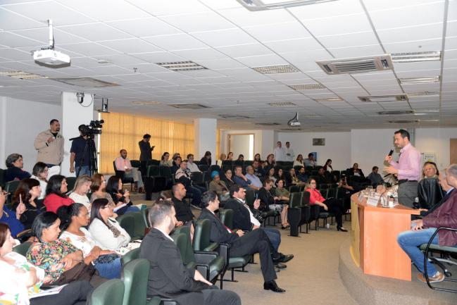 Especialistas e representantes dos conselhos de alimentação escolar, em audiência