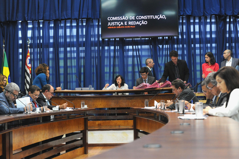 Comissão de Constituição, Justiça e Redação<a style='float:right' href='https://www3.al.sp.gov.br/repositorio/noticia/N-11-2018/fg227338.jpg' target=_blank><img src='/_img/material-file-download-white.png' width='14px' alt='Clique para baixar a imagem'></a>