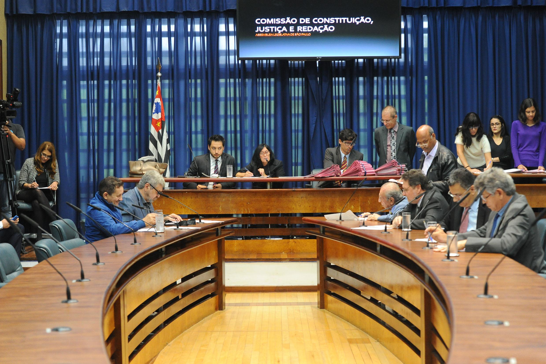 Comissão de Constituição, Justiça e Redação<a style='float:right' href='https://www3.al.sp.gov.br/repositorio/noticia/N-11-2018/fg227802.jpg' target=_blank><img src='/_img/material-file-download-white.png' width='14px' alt='Clique para baixar a imagem'></a>