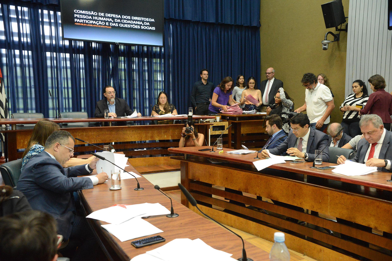 Carlos Bezerra Jr preside a comissão<a style='float:right' href='https://www3.al.sp.gov.br/repositorio/noticia/N-11-2018/fg228062.jpg' target=_blank><img src='/_img/material-file-download-white.png' width='14px' alt='Clique para baixar a imagem'></a>
