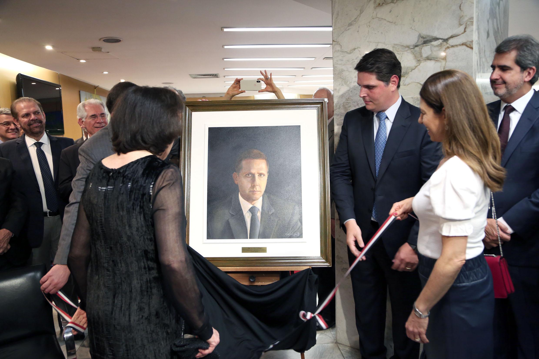 Inauguração do retrato do ex-presidente da Alesp Fernando Capez<a style='float:right' href='https://www3.al.sp.gov.br/repositorio/noticia/N-11-2019/fg243623.jpg' target=_blank><img src='/_img/material-file-download-white.png' width='14px' alt='Clique para baixar a imagem'></a>