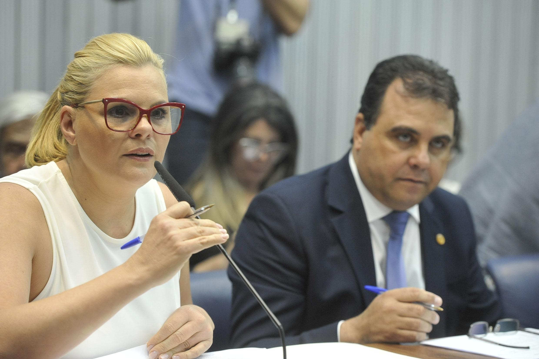 Carla Morando e Marcio da Farmácia <a style='float:right' href='https://www3.al.sp.gov.br/repositorio/noticia/N-11-2019/fg244640.jpg' target=_blank><img src='/_img/material-file-download-white.png' width='14px' alt='Clique para baixar a imagem'></a>