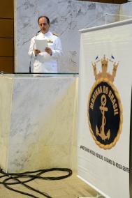 Vice-Almirante Liseo Zampronio discursa em sess�o solene que presta homenagem � Marinha