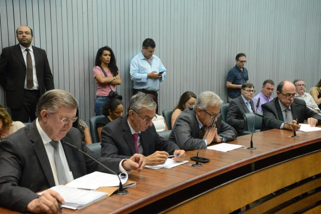 Parlamentares na comissão