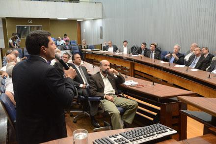 Frente parlamentar discute legislação federal